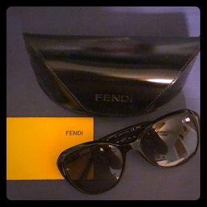 FENDI Classic Round Black Sunglasses
